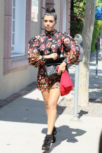 kourtney_kardashian_silk_flora